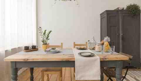 Comment donner un aspect plus moderne a un meuble en chêne ?