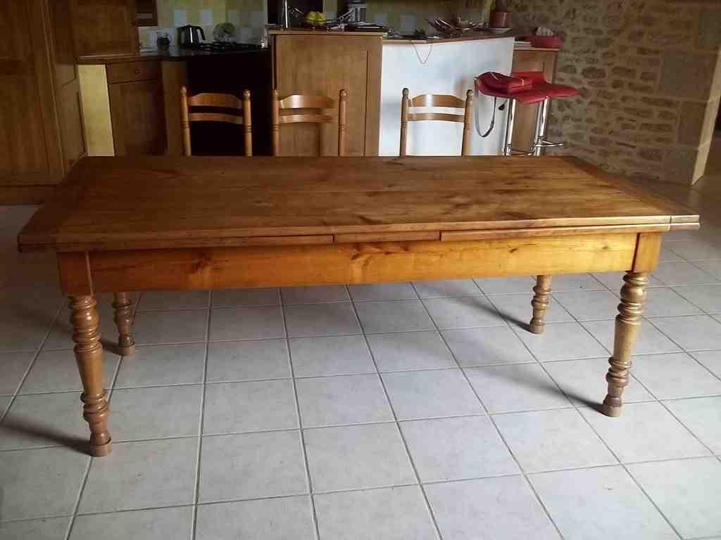 Comment moderniser une table en bois ?