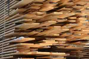 Où acheter des planches de bois massif ?